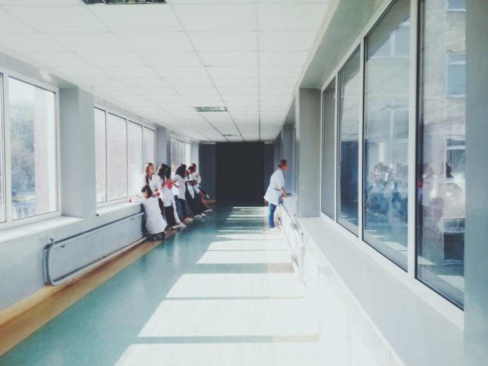Padłeś ofiarą błędu lekarskiego? Sprawdź, dlaczego warto skorzystać z pomocy prawnej