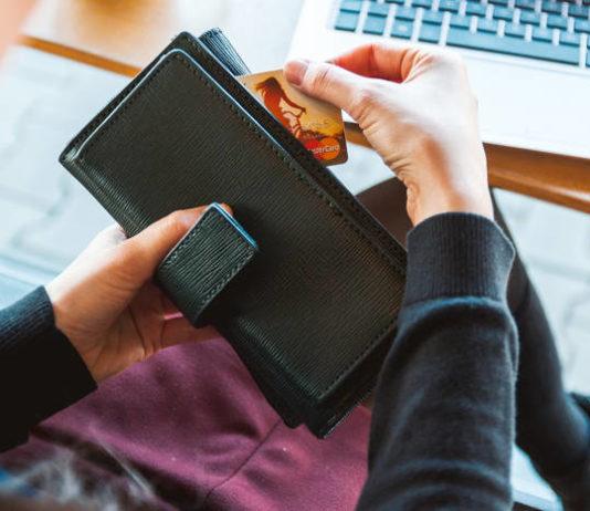 Kredyt gotówkowy czy kredyt odnawialny? Wady i zalety, co i kiedy bardziej się opłaca?